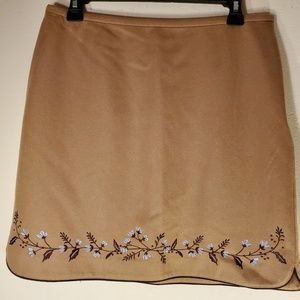 Pretty light brown wool skirt with embroidery sz10